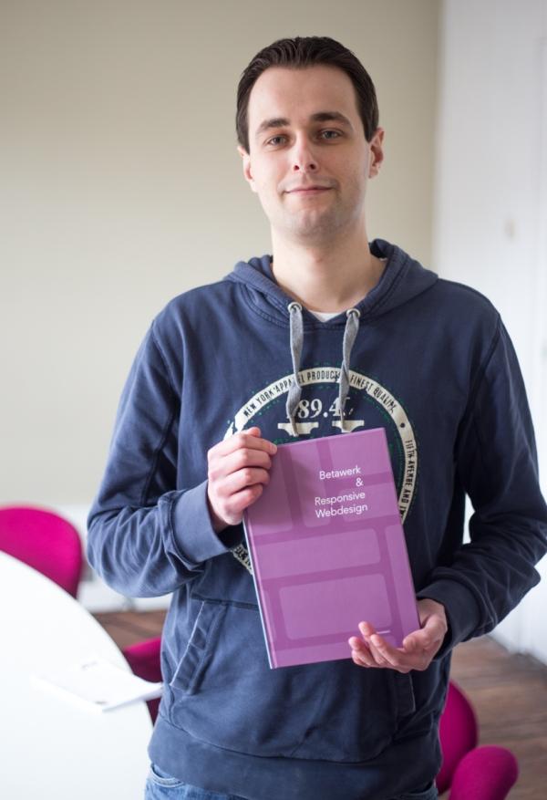 Dennis präsentiert die Ergebnisse seiner Abschlussarbeit 'Betawerk & Responsive Design'.